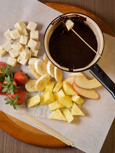 Dark Chocolate Kahlua Fondue...dessert (I should try this seeing as I have a fondue set.)