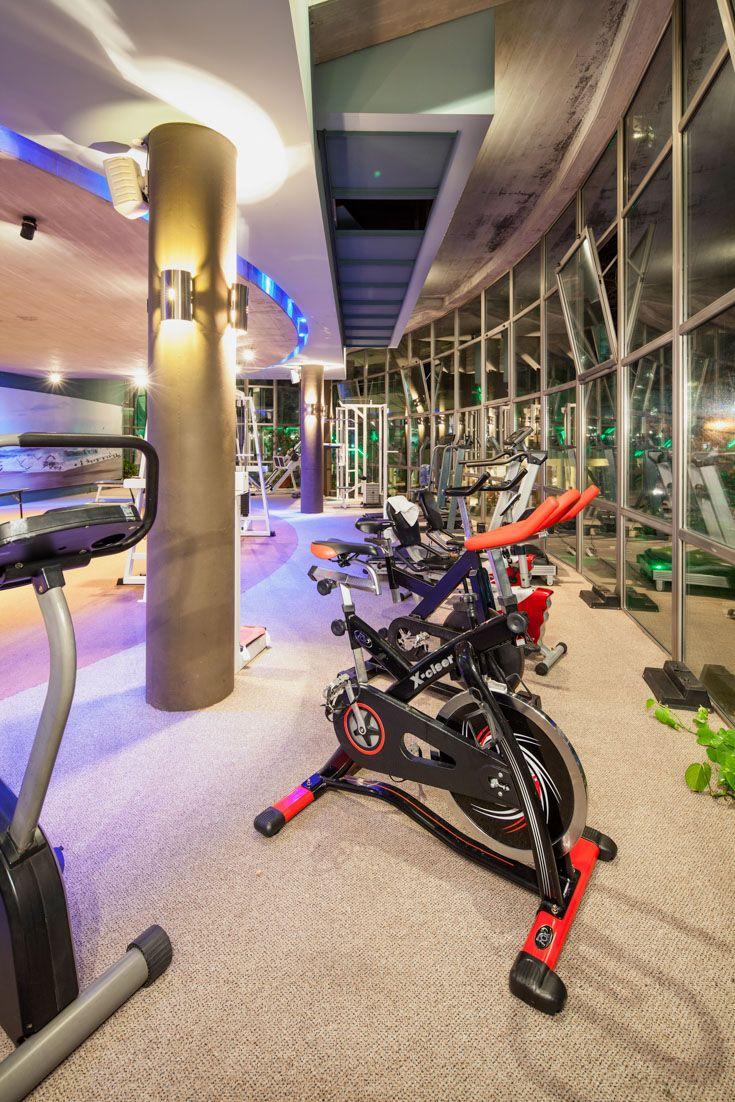 Gym moderno en hotel boutique de playa
