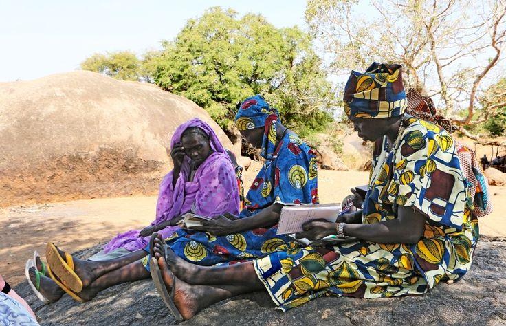 Frauen beim Bibel-Studium in den Nuba Mountains im Sudan (Foto: Open Doors. Januar 2015)