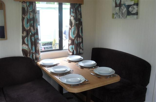 3 Bedroom  in Thorness Bay to rent from £185 pw, with a private indoor pool.