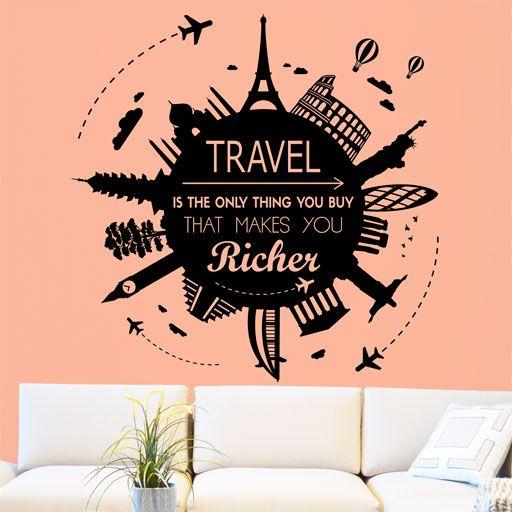 Vinilo decorativo con muchos monumentos del mundo y la frase Travel is the only thing you buy that makes you richer (Viajar es la única cosa que se compra que te hace más rico).