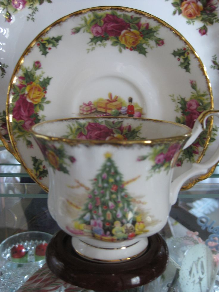 "Royal Albert ""Christmas Magic"" #5107"