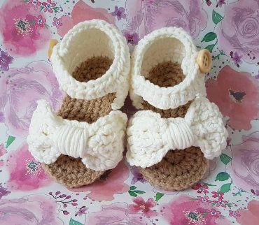 Gehaakte baby sandalen, baby shoes, baby schoentjes, baby schuhe, sandaaltjes, slippers, crochet baby sandals door Frisianknitting op Etsy