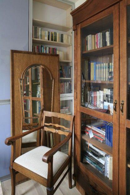 W mieszkaniu wiele mebli ma przeszłość i tzw. duszę. Fot. Bartosz Jarosz.