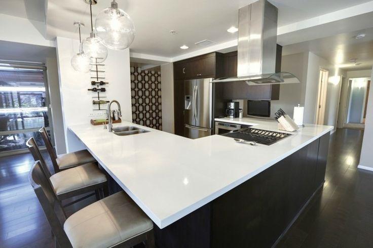 îlot central cuisine ikea noir et blanc design idée aménagement luminaire suspension hotte aspirante