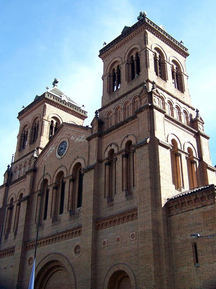 Catedral Metropolitana - Parque de Bolívar - Medellín