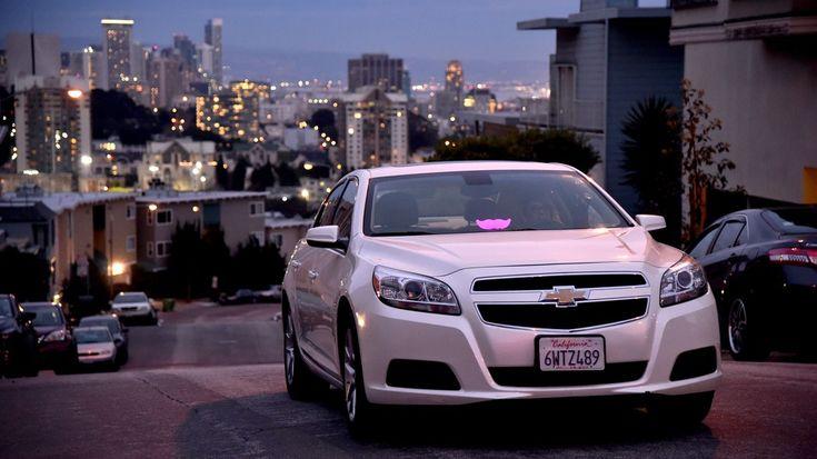 Lyft obtiene permiso en California para probar sus autos autónomos.   Lyft acaba de obtener un permiso que Uber perdió. La compañía de choferes ha logrado el beneplácito del Departamento de Vehículos Motorizados de California (DMV por sus siglas en inglés) para probar sus futuros vehículos autónomos en las carreteras del estado.  Aunque ya existen al menos 45 empresas realizando estas mismas pruebas este pequeño paso de Lyft que compite directamente con Uber es una muestra más del gran…