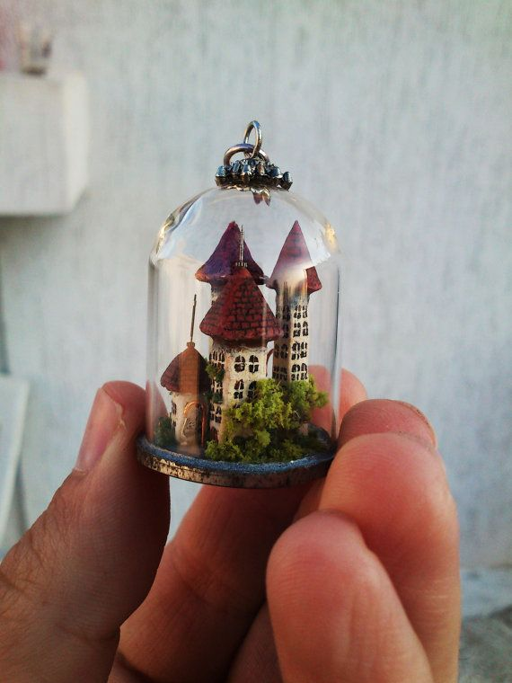 Miniature town in a clear glass dome exquisitely por MicroJewellery