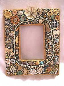 Recycle old broken jewelry by making a beautiful picture frame!  Excellent idea!!