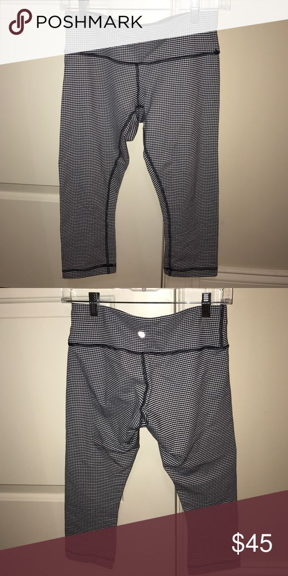 Lululemon cropped pants Lululemon wunder-under crop pants in navy and white checker print. Very slimming! Size 6 lululemon athletica Pants Ankle & Cropped