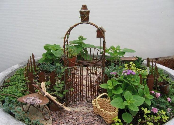 jardin en pot pour le balcon avec arche de jardin et brouette