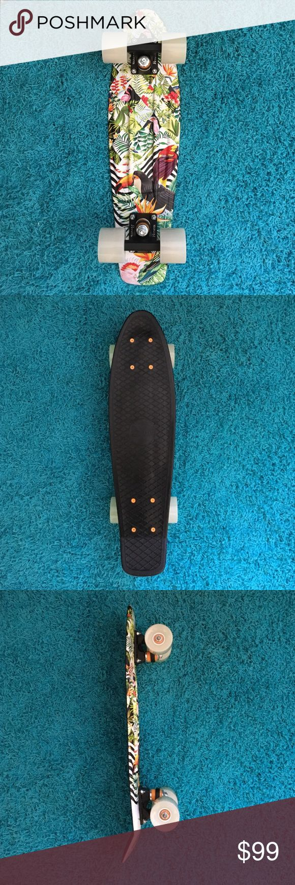 """Penny Board Toucan Tropicana 22""""  Black top, tropical bottom, glow in the dark wheels. Only used once. Other"""