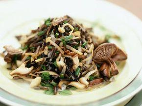 Wildreis-Pilzsalat ist ein Rezept mit frischen Zutaten aus der Kategorie Reissalat. Probieren Sie dieses und weitere Rezepte von EAT SMARTER!