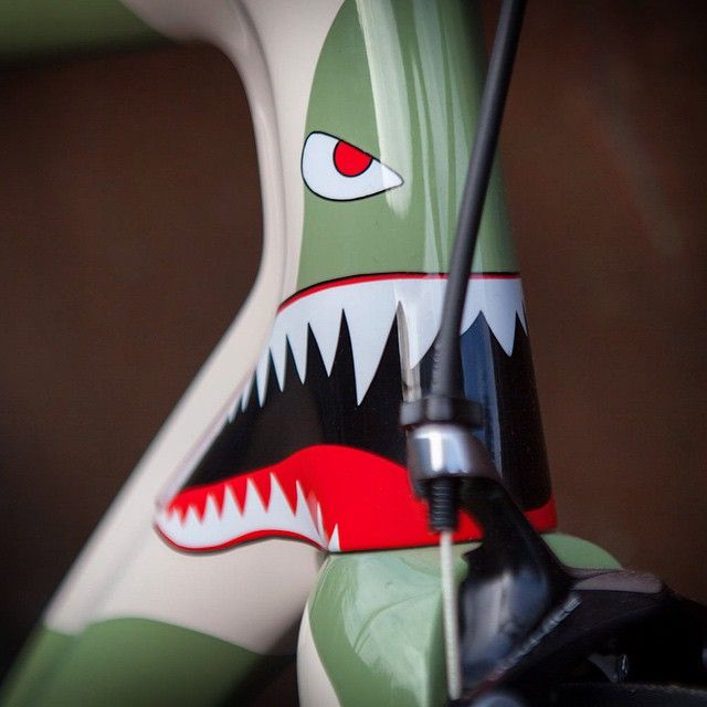 """""""One off Parlee ESX paint scheme for us at the London bike show reminiscent of bomber and fighter plane """"nose art"""". @parlee_z1 @parleecycles #parleecycles…"""""""