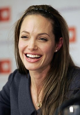 Angelina Jolie Without Makeup ~~ For more:  - ✯ http://www.pinterest.com/PinFantasy/gente-~-angelina-jolie/