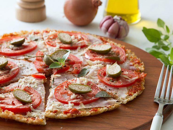 Saudades de comer pizza? A receita a seguir não só resgata o paladar de um dos pratos mais desejados como promove a economia de ingredientes e calorias.