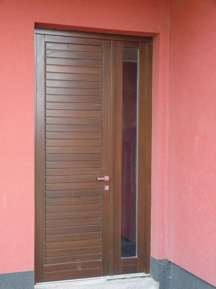 minimal bejárati ajtó, fix oldalvilágítóval