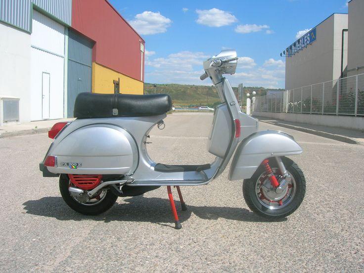 Vespa Iris 200 | SCOOTERIST FACTORY. Personalización de Vespas y Lambrettas y venta online de repuestos para vespas y lambrettas.