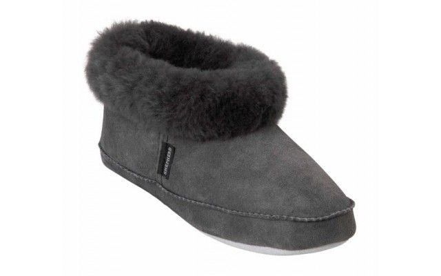 Sheepskin Puppy Slippers | Gifts For Her | Women's Gift Ideas, Unique Birthday Gifts for Women | By Recipient | Gift Ideas | Gifts Shop, Unusual Gifts, Unique Gift & Present Ideas | Oliver Bonas My warm sheepskin slippers are worn out...would love a new pair size 10