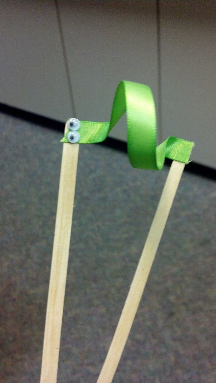 Non-Standard Measurement with Storytelling & Inchworm craft