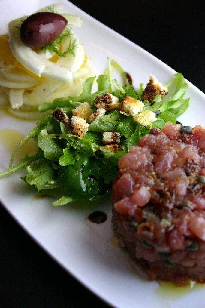 Tartare di tonno con insalata di finocchi e arance