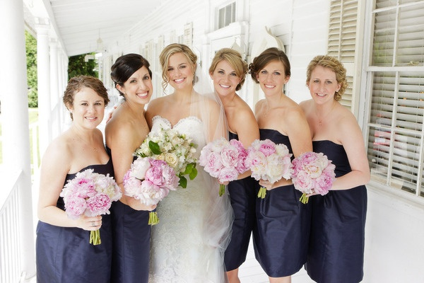 love the bridesmaids bouquets and navy dresses