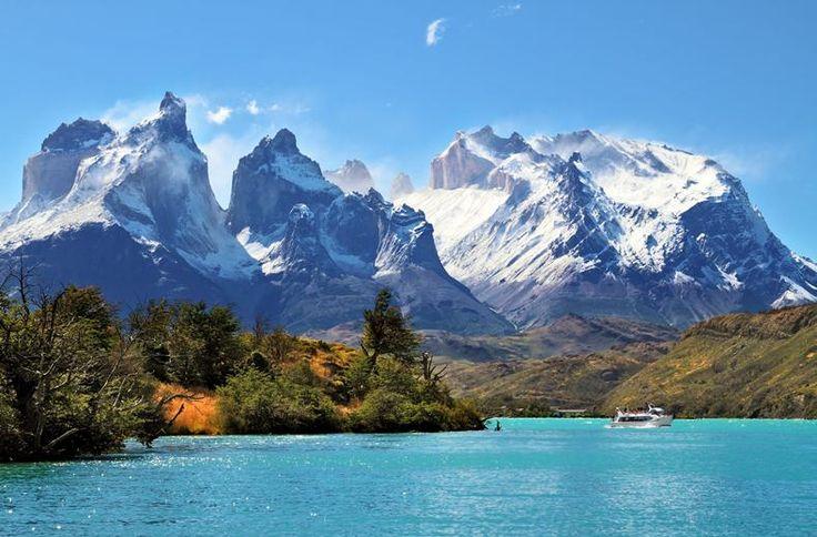 Argentinië is een land van onvoorstelbare tegenstellingen. Van Europees aandoende steden tot een fascinerend ruig binnenland. Van de secuur aangelegde wijngaarden tot het imposante Andesgebergte. Van passionele tangodansers tot de waggelende gang van pinguïns. Van de meest zuidelijk gelegen stad ter wereld tot het desolate Patagonië, waar immense rotsen, krakende gletsjers en ijsblauwe meren deel uitmaken van het fascinerende decor. Moeder Natuur in haar meest pure vorm!