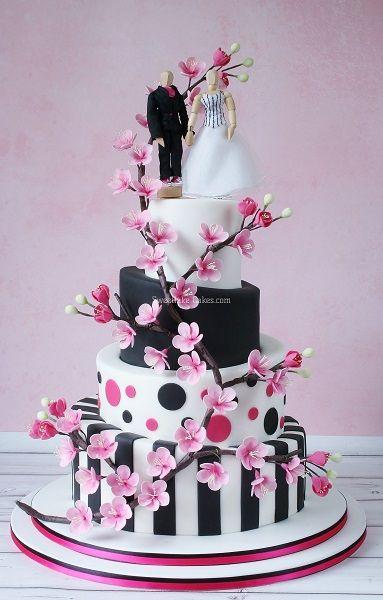 Topsy Turvy taart met gumpaste kersenbloesem / Topsy turvy cake with gumpaste cherry blossom