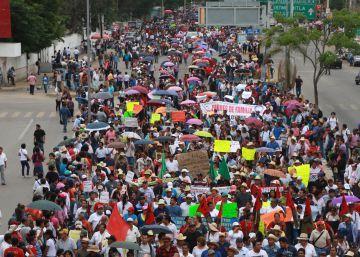 Vídeo: Seis muertos en violentos enfrentamientos entre policías y maestros en Oaxaca | Internacional | EPV