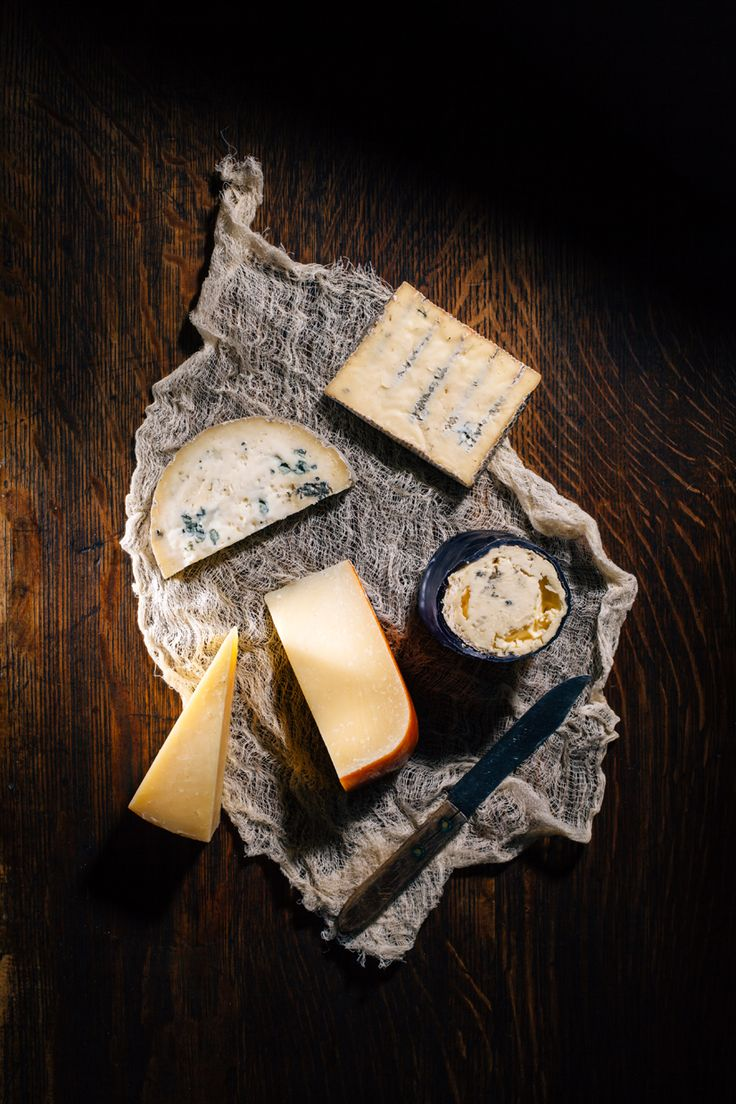 From top right clockwise : Harbour Cheese's Urban Blue, That Dutchman's Dragon's Breath Blue, That Dutchman's Old Growler, Cows Creamery's Avonlea Clothbound Cheddar, Harbour Cheese's Electric Blue