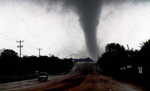 25 Unbelievable Pictures Of The Tornadoes That Hit The Dallas/Fort Worth Area  5. Via: inothernews