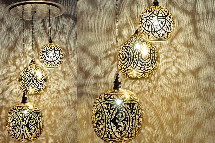 Combinatie van Arabische hanglampen Isra en Kenzi bevestigd aan een plafondkap