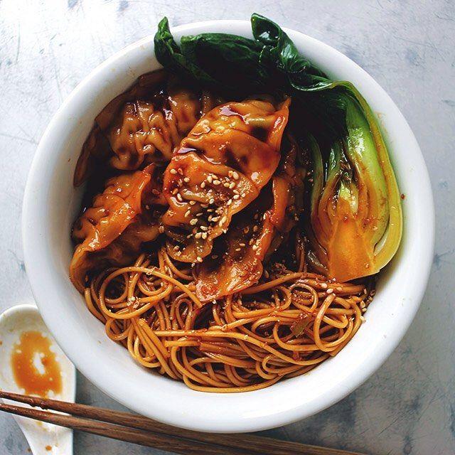 black noodle bowl  中国醤油の老抽などで作った特製タレで餃子と素麺と青梗菜を和えて、油そばっぽいワンボウルに。レシピのヒントは『One Plate DISHES』で。こういうのも蒸し暑い梅雨の季節に美味しい。餃子は先日のピーマン餃子のあまり。  #noodle #soysauce #gyoza #ワンボウル #最高のランチ #老抽ヌードル #OnePlateDISHES #油そば #ピーマン餃子 #デリスタグラマー #ぎょうざ #餃子図鑑 #樋口さんちの餃子 #青梗菜