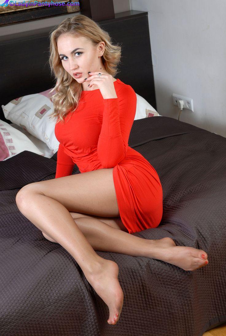Pin auf Sexy leggy girls wearing pantyhose