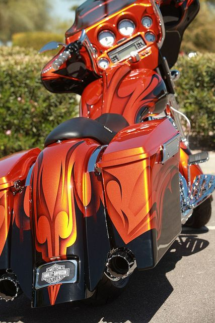 2011 Custom Street Glide - Same handlebars I have even!