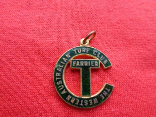 c-1950s-WESTERN-AUSTRALIAN-TURF-CLUB-FARRIER-MEMBERSHIP-BADGE