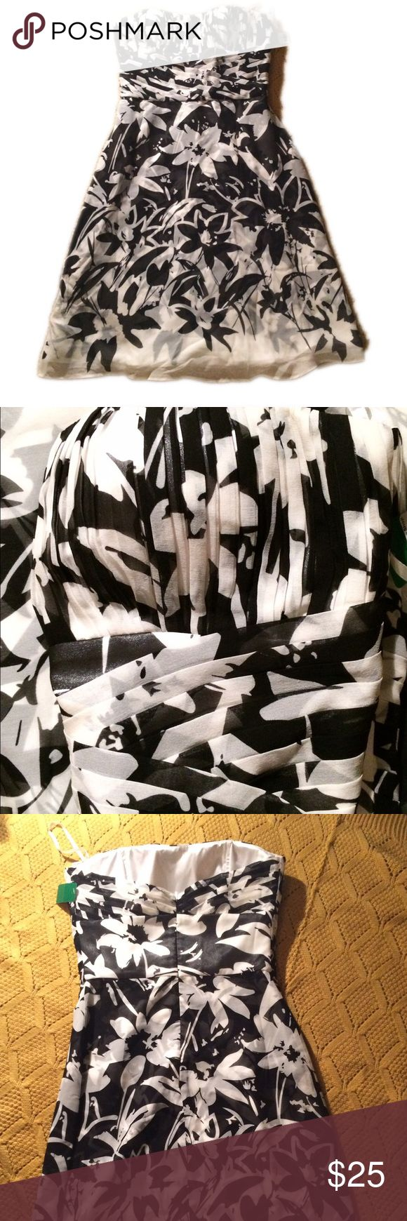 Dress Beautiful strapless black and white dress with pleated bodice details. Can be worn alone or with a shawl on cool evening. Excellent for a special occasion, a date night or just because. White House Black Market Dresses Strapless