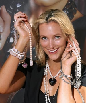 Kagi Jewellery owner KAT Gee says she has no choice but to wear jewellery. I agree.