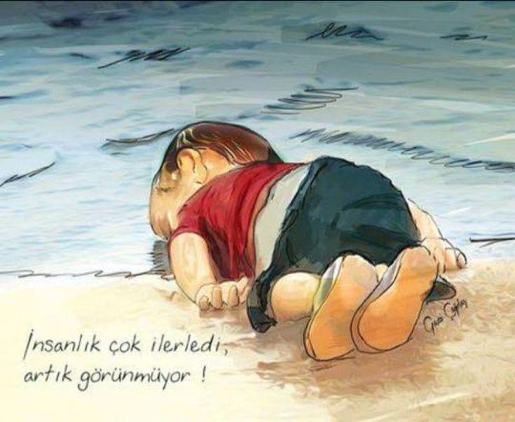 Kıyıya yorgun bir balık vurduğunda su atılır saatlerce üstüne, ölmesin belki kurtarılır diye.. Peki kim getirecek göçmen bir çocuğun suda bıraktığı hayallerini, yaşamını ve son nefesini de örtecek üzerine? Elbette ki hiç kimse. Çünkü bunun hassasiyetine sahip olmayan insanların yarattığı cehennemdi o çocuğun kaçtığı, çünkü 'göçmenler ülkemizi bastı, artık her yerdeler' sohbetleriyle keyifle evlerinde oturan bir millettik biz o çocuğu misafir edemezken! Kıyıya vuran insanlığın ne kadarı…