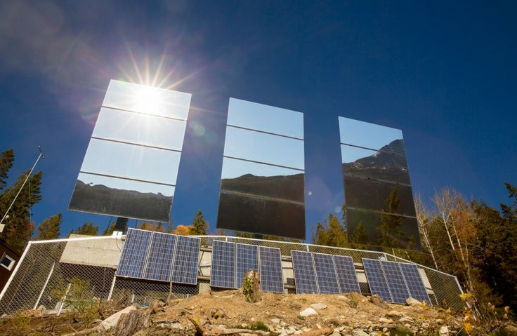 Espejos gigantes reflejan el sol de invierno en la ciudad noruega de Rjukan