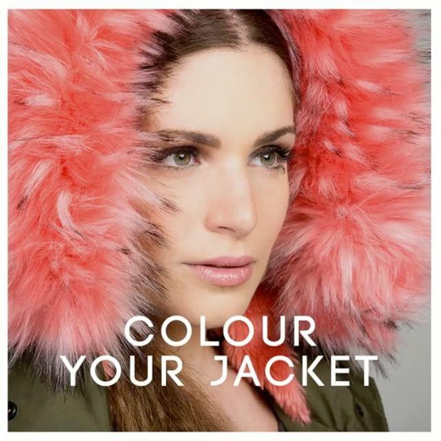 Οι χρωματιστές faux fur πινελιές στις κουκούλες δίνουν χρώμα και extra δόση στυλ στα #matfashion μπουφάν! Ανακάλυψε τα και αναβάθμισε το look σου! #coloryourjacket #realsize #winteressentials ❄️
