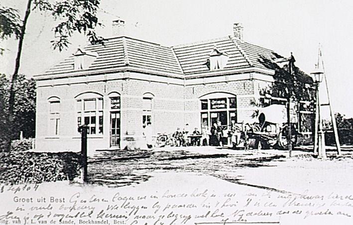 Schildersbedrijf annex café J.van de Sande op de hoek Hoofdstraat - Stationsstraat. 1895 - 1905