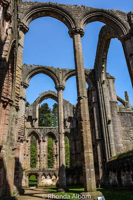 17 Images of Fountains Abbey and Studley Royal (Yorkshire, England)