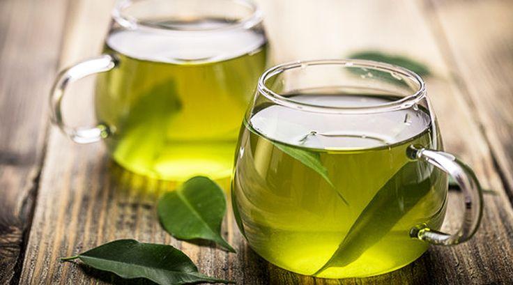 Vihreä tee on ansainnut paikkansa terveellisten ruokien listalla. Se sisältää paljon antioksidantteja, on vähäkalorinen sekä nesteyttää kehoa. Nämä yhdistelmät kiihdyttävät aineenvaihduntaa sekä auttavat polttamaan rasvaa ja näin vihreä tee laihdutus –trendi on valmis.    Vihreän teen suosio