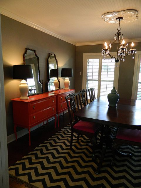 <3 the rug, <3 the peach buffets, <3 the wall color, <3 EVERYTHING!