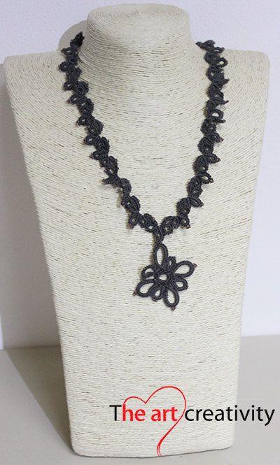 Collana con tecnica a chiaccherino. #flower #grigio #cotone #tatting #lotrovisuMissHobby #chiaccherino