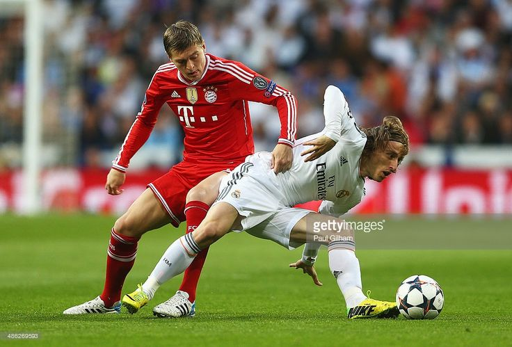 Toni Kroos of Bayern Muenchen challenges Luka Modric of Real Madrid during the UEFA Champions League semi-final first leg match between Real Madrid and FC Bayern Muenchen at the Estadio Santiago Bernabeu on April 23, 2014 in Madrid, Spain.