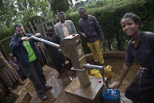 Promoviendo el acceso universal al agua y el saneamiento rural - el Blog de Ferrovial