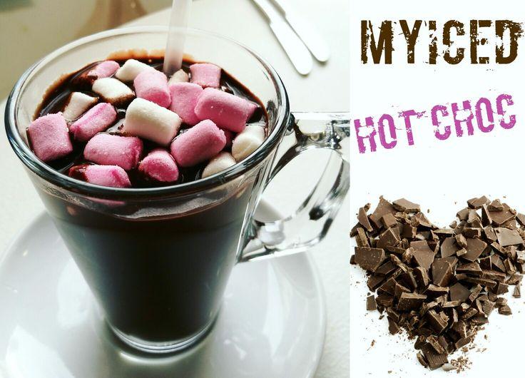 Vero cioccolato... Este não é para fracos, rico e espesso!😍🍫☕ #cioccolato #chocolatequente #marshmallow #chocolate #espesso #myiced #portugal