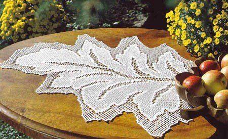 mantel de crochet con forma de hoja. filet